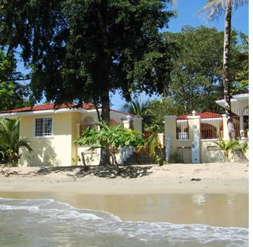 One of the very few vacation rentals in Bocas del Toro right on the beach